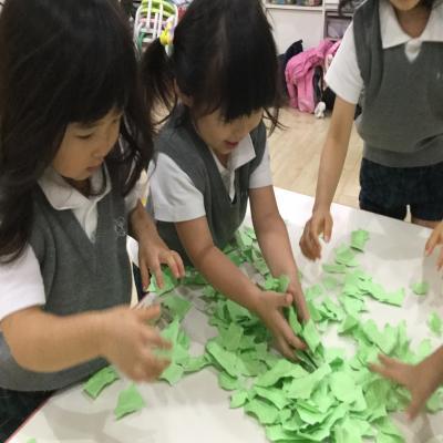緑色のキャラクターといえば〜??《大阪市中央区心斎橋、長堀橋にある保育園》