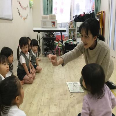今日のリトミックは〜♪《大阪市中央区長堀橋、心斎橋にある保育園》