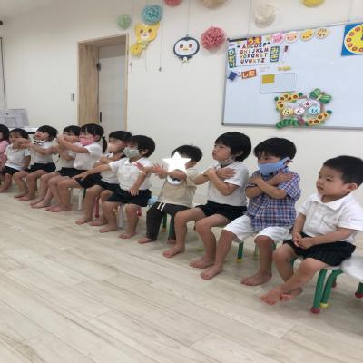 木曜日のカリキュラムはリトミックです!《大阪市中央区心斎橋、長堀橋にある学べる保育園HUGキッズ》思
