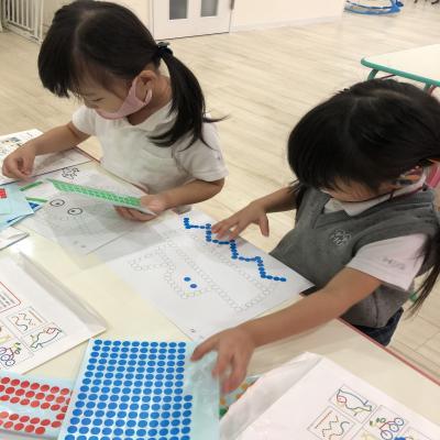金曜日カリキュラムはワークです!《大阪市中央区心斎橋、長堀橋にある学べる保育園HUGキッズ》