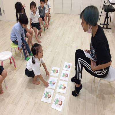 月曜日のカリキュラムは英語です!《大阪市中央区、心斎橋、長堀橋にある学べる保育園》