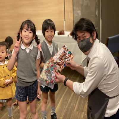 芸術体験バイオリン!《大阪市中央区心斎橋、長堀橋にある学べる保育園HUGキッズ》