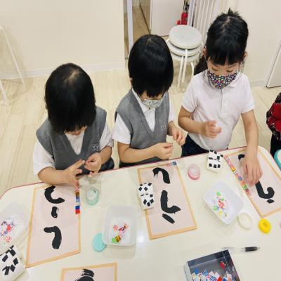 火曜日のカリキュラムはクラフトです!《大阪市中央区、長堀橋にある学べる保育園HUGキッズ》