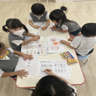 金曜日のカリキュラムは基礎学習です!《大阪市中央区心斎橋、長堀橋にある学べる保育園HUGキッズ》
