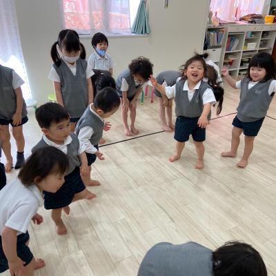 木曜日カリキュラムはリトミックです!《大阪市中央区心斎橋、長堀橋にある学べる保育園HUGキッズ》