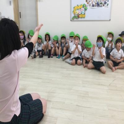 ♪手遊び&お散歩♪《大阪市中央区長堀橋、心斎橋にある学べる保育園》