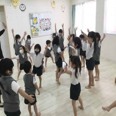 木曜日のカリキュラムはリトミックです!《大阪市中央区長堀橋、心斎橋にある学べる保育園》