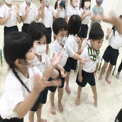 月曜日カリキュラムは英語です!《大阪市中央区心斎橋、長堀橋にある学べる保育園HUGキッズ》