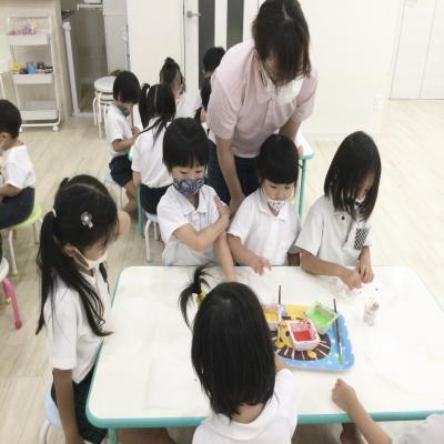 金曜日のカリキュラムは課外です!《大阪市中央区長堀橋、心斎橋にある学べる保育園》