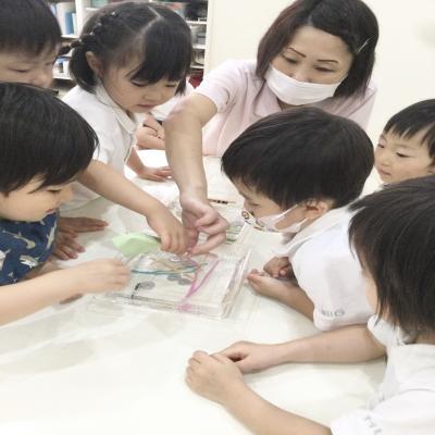 金曜日のカリキュラムは実験です。《大阪市中央区長堀橋、心斎橋にある学べる保育園》