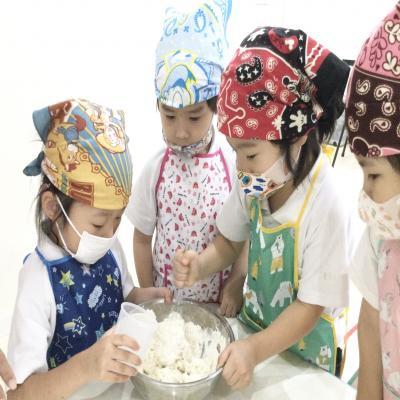 金曜日カリキュラムは基礎学習です!《大阪市中央区心斎橋、長堀橋にある学べる保育園HUGキッズ》