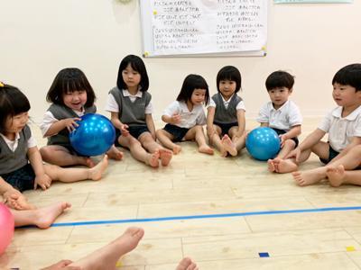 ボールでリトミック!《大阪市中央区心斎橋、長堀橋にある保育園》