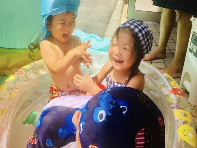 水遊びは楽しいな♫«大阪市中央区心斎橋、長堀橋にある保育園»