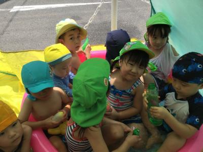 今日も楽しく水遊び♫《大阪市中央区心斎橋、長堀橋にある保育園》