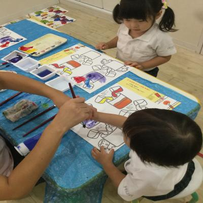 色塗りのワークをしました!,《大阪市中央区心斎橋、長堀橋にある保育園》
