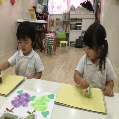 絵画で、ふどうを描きました!!《大阪市中央区心斎橋、長堀橋にある保育園》